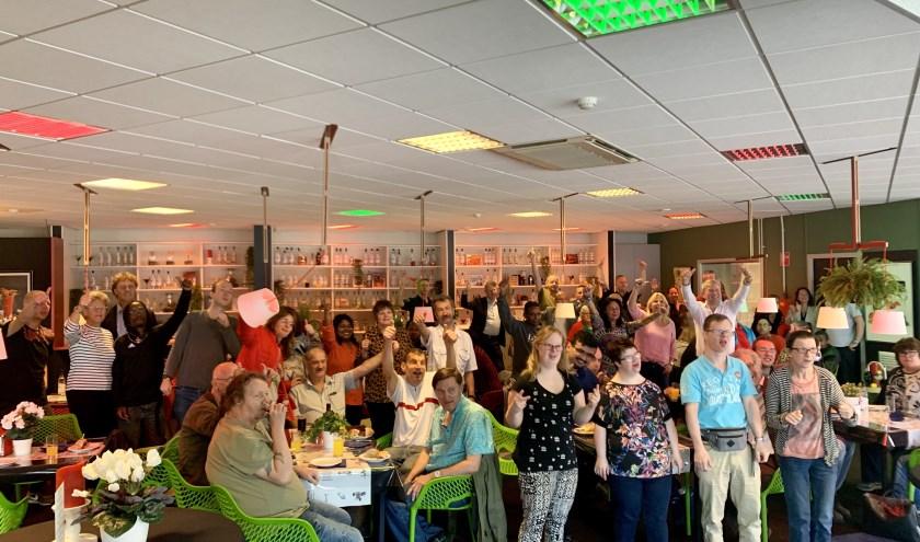 Zestig medewerkers van Stroomopwaarts sloten het seizoen af met een lekkere lunch.