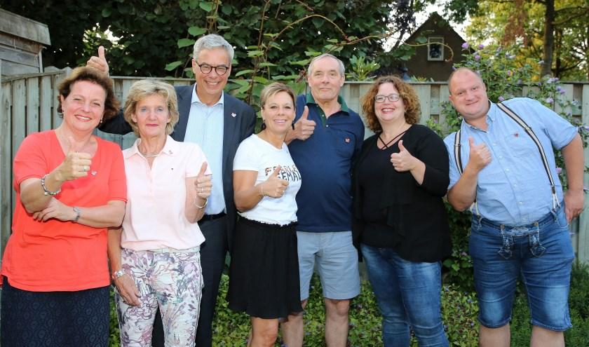 Zij reageerden op de oproep van de burgemeester om iets te organiseren voor het hele dorp. (een teamlid ontbreekt). Foto: Theo van Sambeek.