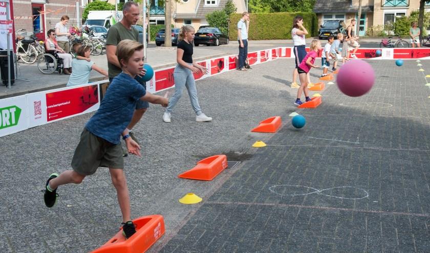 Stoepranden is een laagdrempelig spel, waarbij de spelers veel moeten bewegen.