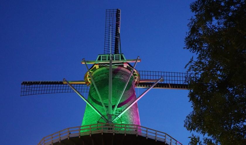 De molen Aeolus wordt tijdens de Open Monumentendag in de sfeer van Moulin Rouge gebracht. Foto: Janna Spek