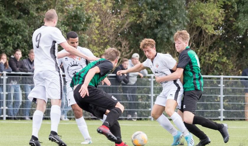 Alphen (in het wit) kon niet winnen van Nicolaas Boys.