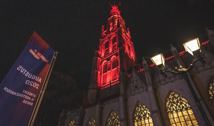 De toren van de Grote Kerk in Breda, waar zondagavond 15 september Spaanse liederen klinken van de carillons.