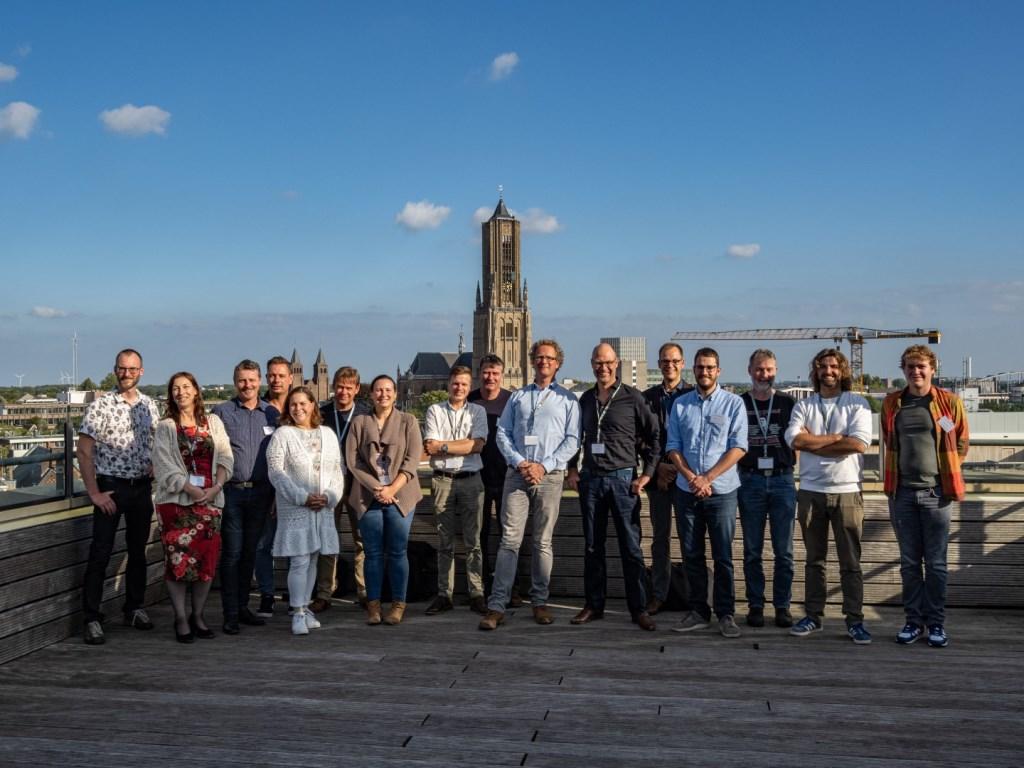 Alle sprekers en organisatoren van het congres (foto Jan van Dalen). Foto: JAN_VAN_DALEN_FOTOGRAFIE © DPG Media