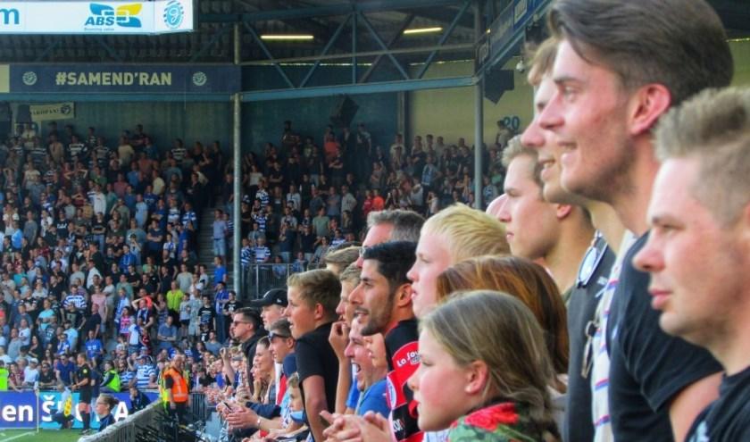 De spanning is van de gezichten af te lezen. (foto: indehekken.net)