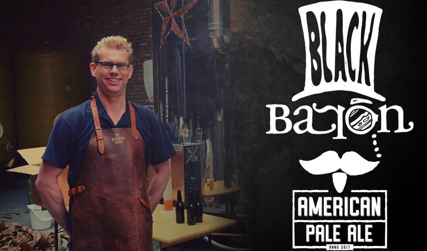 Marc van Coeverden in de Black Baron brouwerij. Hij hoopt in de toekomst zijn bier in Nijverdal te brouwen.