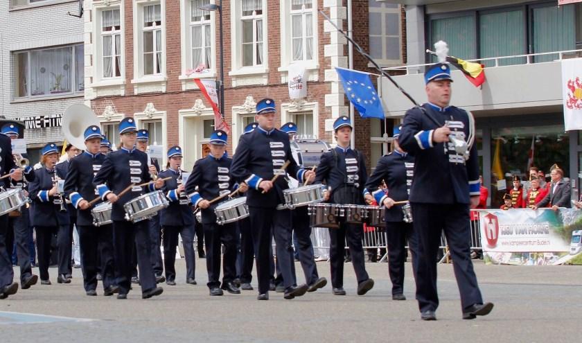 Drumfanfare Jong Leven opent het Caratconcert komende zondag.