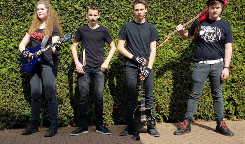 Atomic is een jonge, enthousiaste rockband uit de Achterhoek in de leeftijd van 15 tot 17 jaar. Ze spelen lekkere rocknummers tijdens het Open Podium.  (foto: PR)
