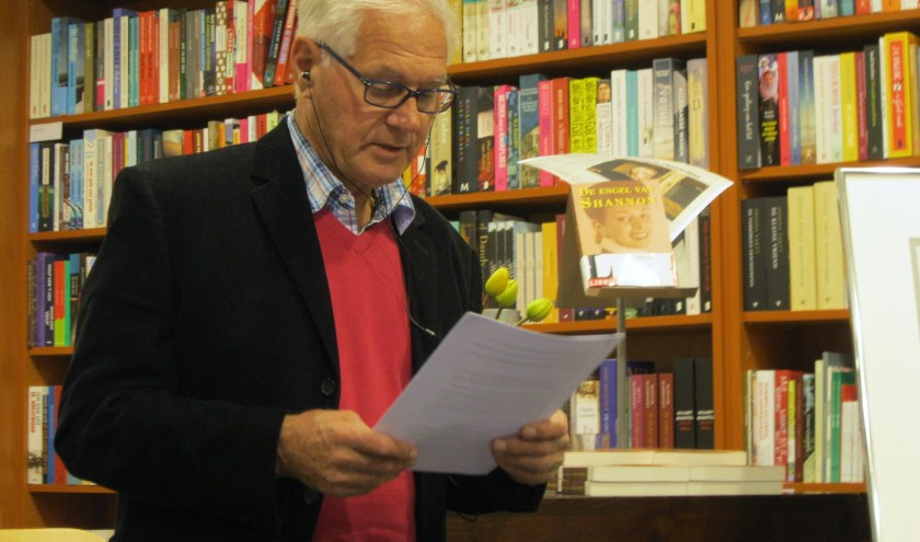 """Dick van Nisius tijdens de presentatie van zijn boek """"De engel van Shannon"""" in 2014"""