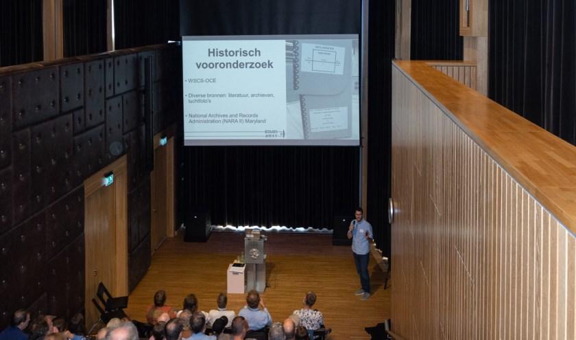 De volle zaal in Rozet (foto Jan van Dalen).