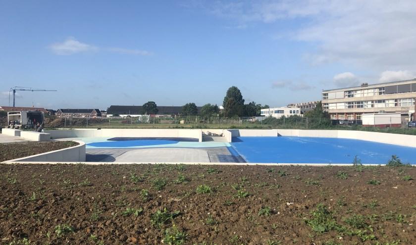 De verwachting is dat het waterplein in oktober klaar is.