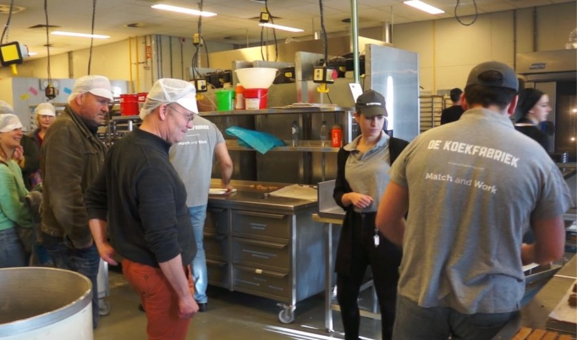 Hans Jansen van de Hoge Born, Hugo Hoofwijk van onder meer UniPlastic, Ruth Hoving van Match & Work en een assistent bakker. (Foto: Pauline Schakenbos)