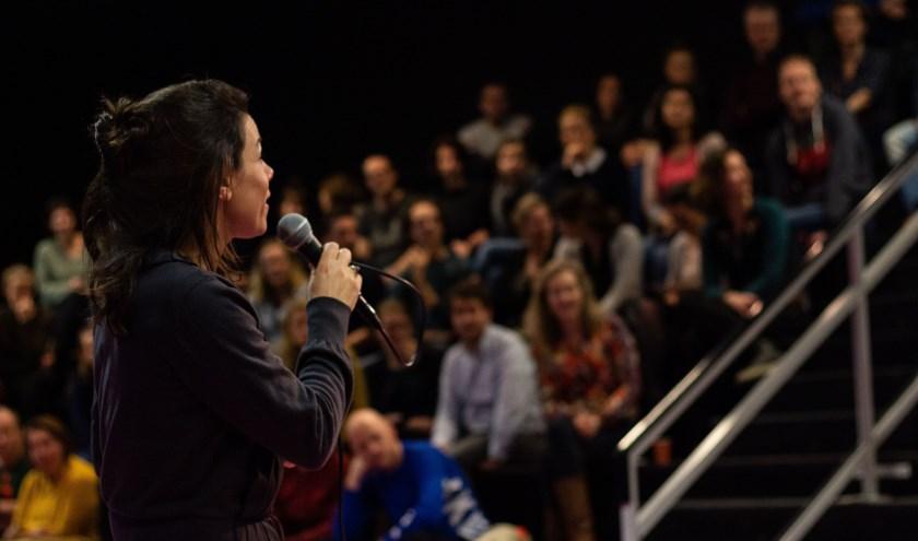 Nicolette van How2talk2kids geeft herkenbare voorbeelden. Foto: Naomi Kyra