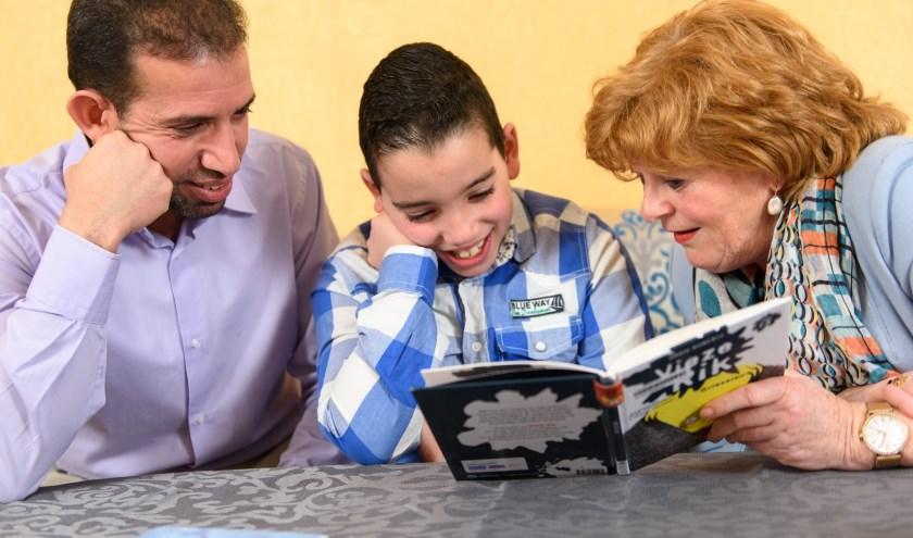 Voorlezen vergroot het leesplezier en de woordenschat van kinderen.