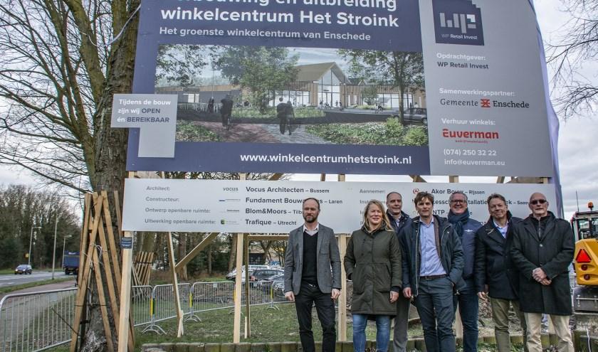 Het startsein voor de verbouwing van winkelcentrum Het Stroink is gegeven. (Foto: Johan Bruinsma)