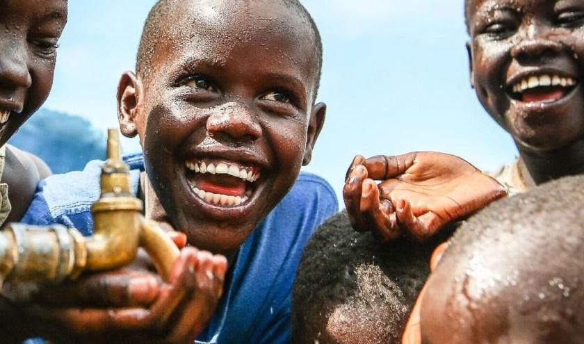 Schoon drinkwater is niet voor iedereen vanzelfsprekend. 'Wandelen voor Water' helpt.