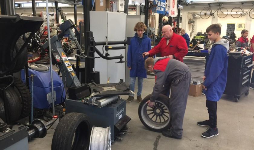 Zaterdag 18 januari is van 10.00 tot 14.00 uur de open dag van het Maarten van Rossem. De leerlingen die aan hun drift raceauto bouwen, zijn er ook om hun project aan bezoekers te laten zien.
