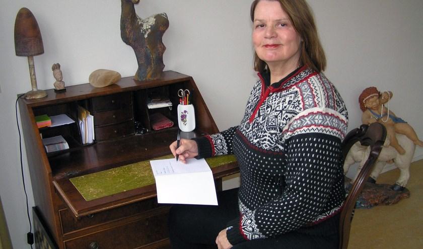 'Tekens in de huid' van Marthe verscheen   vlak voor kerst. Ze tekende ook voor de omslag van het boekje.
