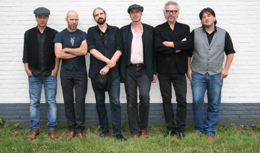 Maggie's Flock met v.l.n.r: Edwin Steenstra, Neil Macfarlane, Gijs Nielen, Roel Seidell, Hub Rasker, Etienne Pronk