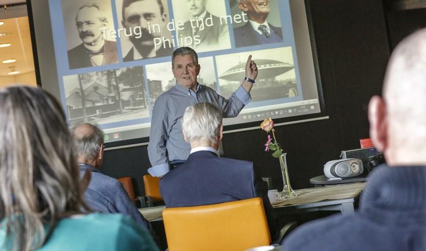 Fons van de Spijker tijdens zijn presentatie afgelopen donderdag in zorgcentrum Leenderhof. (Foto: Jurgen van Hoof)