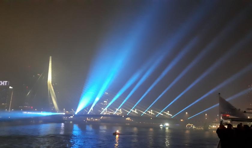 Genieten met Oud & Nieuw inwoners van Hoogvliet en Spijkenisse van een groot gezamenlijk vuurwerk, drones of lichtshow ? Foto: J.van der Hor