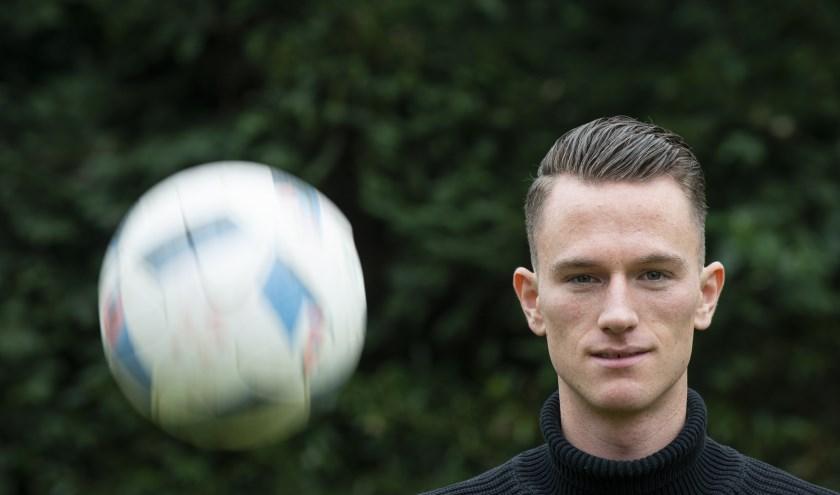 Sander van Looy uit Epe gaat voetballen bij de Zweedse profclub Falkenbergs FF. Deze week ondertekent hij officieel het contract.                    (Foto: Dennis Dekker, www.mediamagneet.nl)