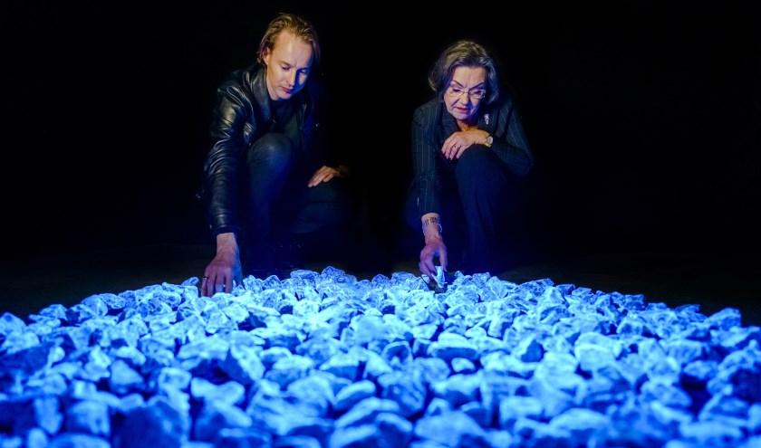 Kunstenaar Daan Roosegaarde en Gerdi Verbeet, voorzitter van het Nationaal Comité 4 en 5 mei bij Levenslicht, Rotterdam, 17 dec.'19.