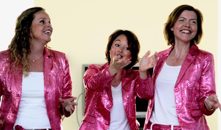 A-capella zangtrio Schaamteloos vlnr: Patricia, Leonore en Loes