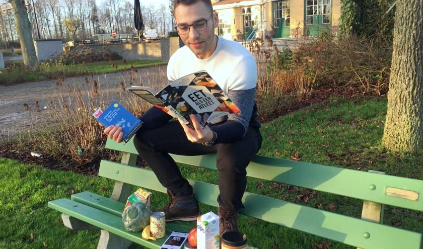 Yamin de Vlaming (23) wil mensen begeleiden met gezonde voeding. Dat is niet alleen goed voor onszelf, maar ook voor de planeet, vindt de student. FOTO's: Morvenna Goudkade.