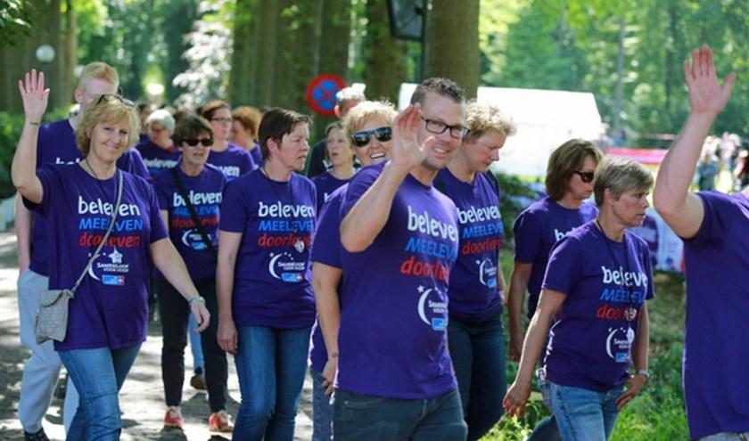 Gedurende een 24-uurs wandelestafette staan we samen met lotgenoten stil bij kanker. (foto: Ab Donker)