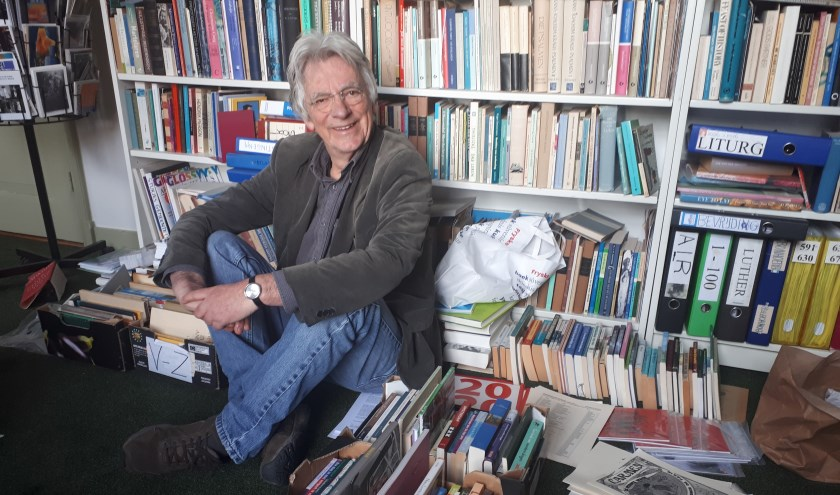 Rieks Hoogenkamp in zijn werkkamer (foto: Eric Jansen)