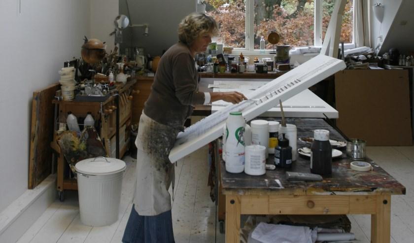 Beeldend kunstenaar Marie-Louise Oudkerk (61) schildert geen wilde doeken, maar zoekt haar inspiratie in harmonie.
