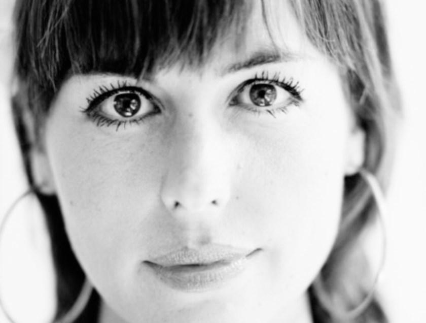 Saskia Groenenberg is de dirigente/ songcoach en heeft als zangeres en dirigente veel ervaring.