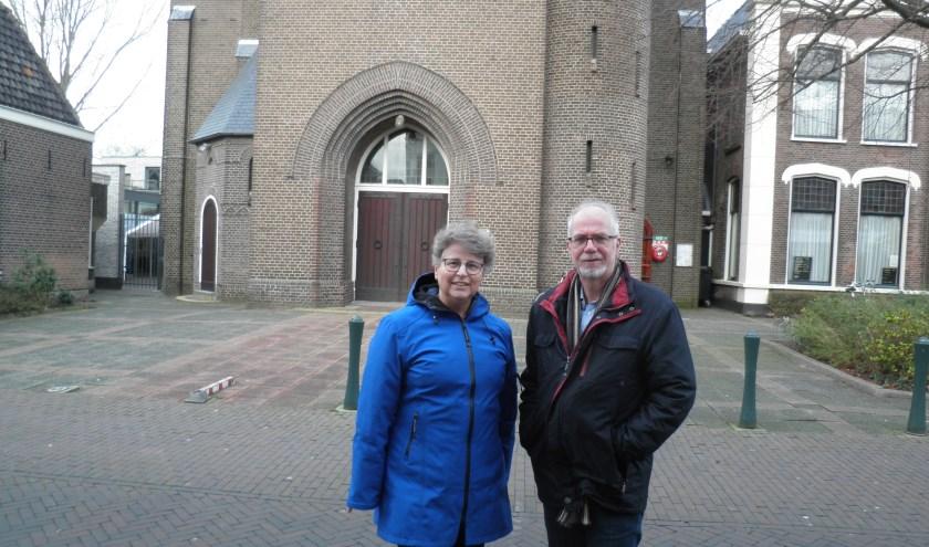 """Pastoraal werker Ella Feijen en dominee Kees Wesdorp: """"We staan dicht bij elkaar en vormen ooit samen weer één kerk"""". Foto Kees van Rongen"""
