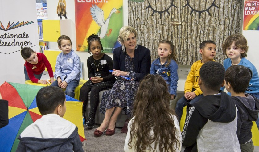 Prinses Laurentien weet precies hoe ze kinderen in het verhaal moet betrekkenFoto: Gerard van Warmerdam
