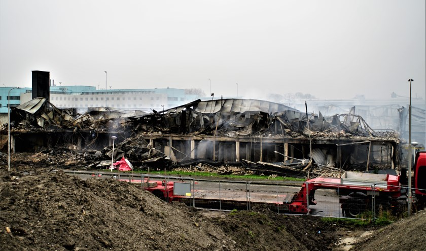 Door de brand op de Industrieweg zijn verschillende bedrijfspanden volledig in de as gelegd.