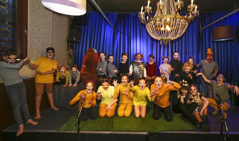 De kinderen op het podium voor de musical The Lion King. Foto: Jurgen van Hoof.