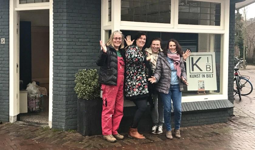 Kunstenaars Hanneke van den Bergh, Ellen van der Wal, Esther van Keulen en Diana Buitink van 'Kunst in Bilt'. FOTO: Els van Stratum