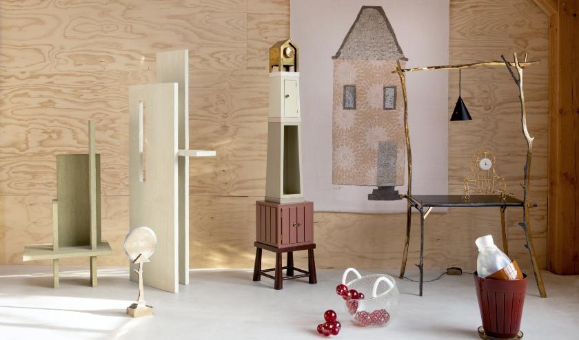 De expo stelt de fantasierijke ontwerpen van de designer centraal: van wandkleden en luxe textielobjecten tot meubels. Foto: Floor Knaapen