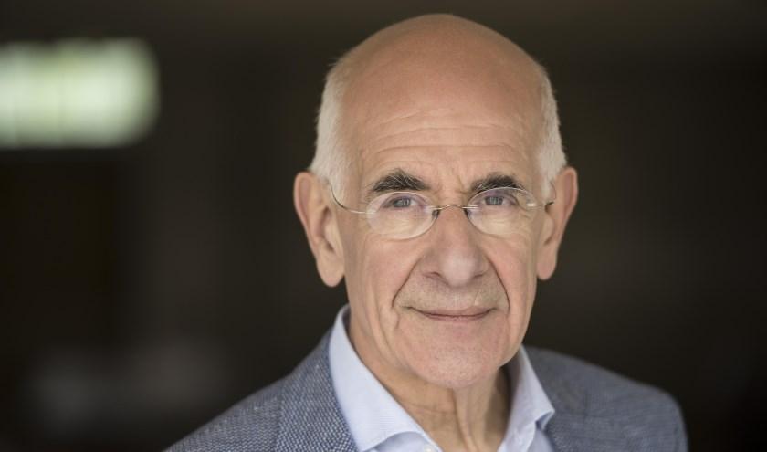 Meest invloedrijke radiopresentator van de vorige eeuw, Frits Spits, komt naar de Heerlickheijd van Ermelo om voor te dragen uit zijn recent uitgekomen boek. (foto: Stijn Ghijsen)