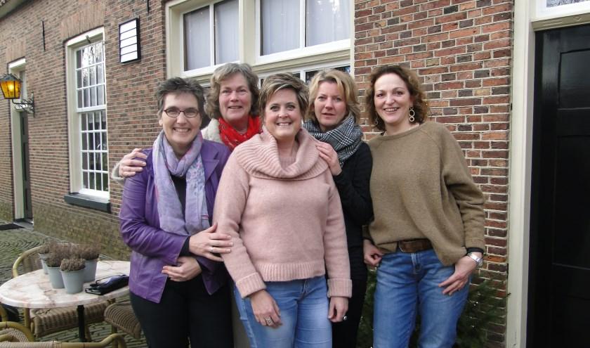 Achter v.l.n.r..Imelda Vrijenhoek, en Marijke Leeftink. Voor: Ria Nijenhuis, Christi Houwers en Trudie Meijerink