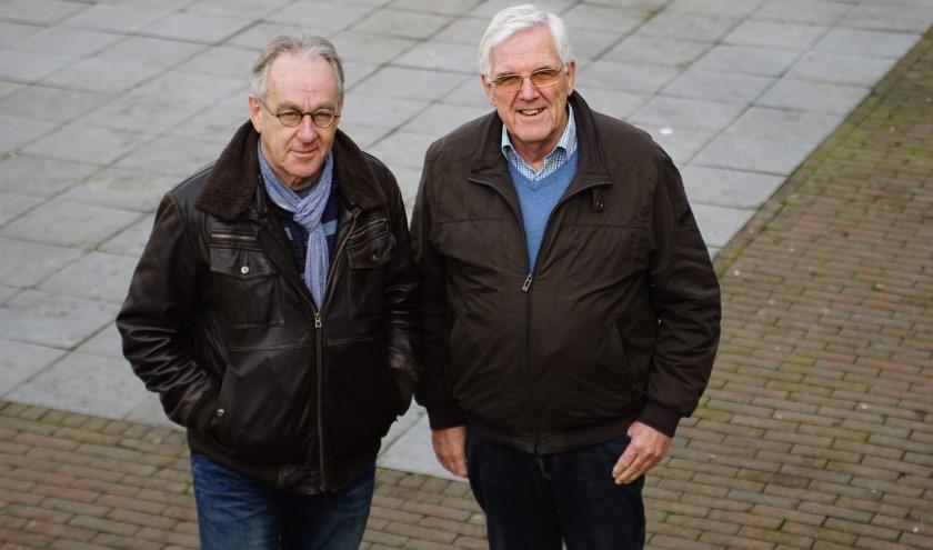 Alsl het aan Jacques Boonekamp (L) en Jan de Ruiter ligt wordt er zo snel mogelijk begonnen met de aanpassingen van de Dorpsstraat. Foto: Robbert Roos
