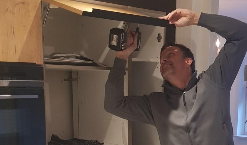 John van Dijk: ''Het is fantastisch om mensen blij te maken met een vernieuwde keuken die volledig voldoet aan hun wensen.'' (Foto: PR)