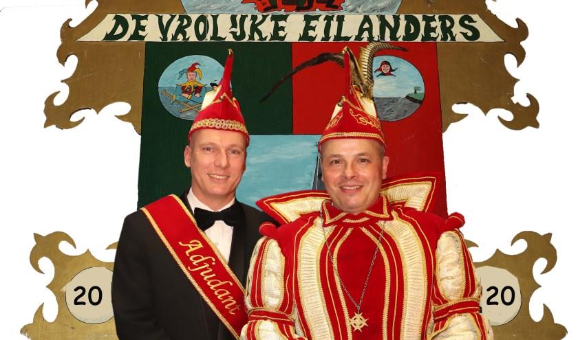Adjudant Theo Wijnschenk en prins Roy regeren dit jaar tijdens carnaval over Aerdt. Hun motto is: Met disse dagen trekken wi-j de kar. (foto: Herman Vreman)