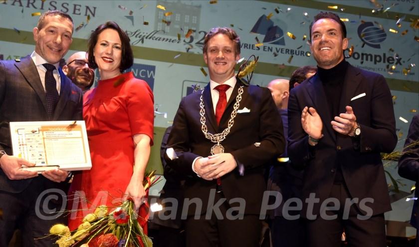 Kempkes Optiek winnaar ondernemersprijs in categorie Detailhandel met burgemeester Pieter Verhoeve en oud-Formule 1 coureur Robert Doornbos. Foto: Marianka Peters