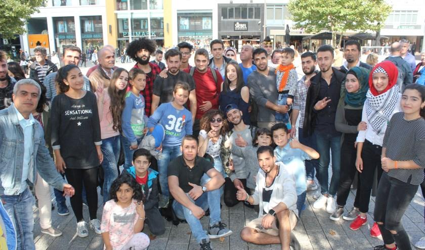 Betrokkenen bij Mawteni Foundation bij flashmob op Plein 44