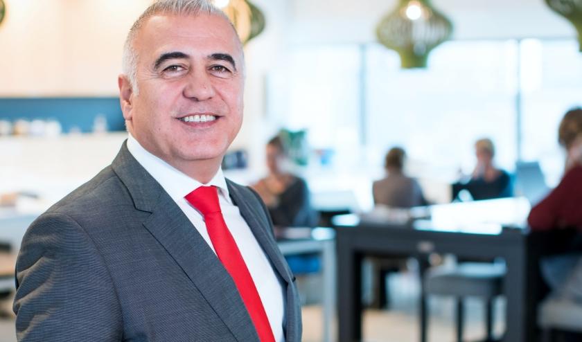 Oud-politieman Hamit Karakus werd van gastarbeider als wethouder en loco-burgemeester een gastheer van de stad Rotterdam. Nu is hij directeur van Platform31.