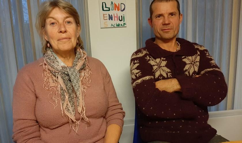 Op de foto links Mien Ditmar, oud-beoordelaar van de Voedselbank en Joost Planje, oprichter van de Seyster Prothesehulp.