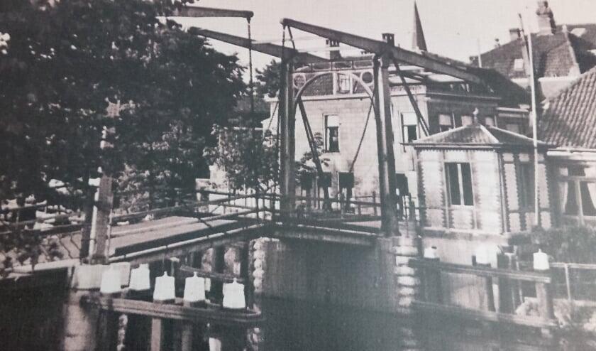 Foto uit archief ter illustratie van oude Alphense brug</p> Foto: Krosschell