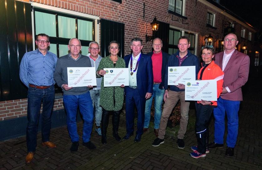 Vlnr: Eef Spies (FRoS), Jan Hendrik Beks (SBH), Jos van Beusekom, Marga de Wild (FRoS), Jan Beekman (Lions), Rob Jansen (FRoS), Gerard Rutgers (Fietsmaatjes), Jacqueline van Pelt (SLB) en Jan Wiegers (SBH).