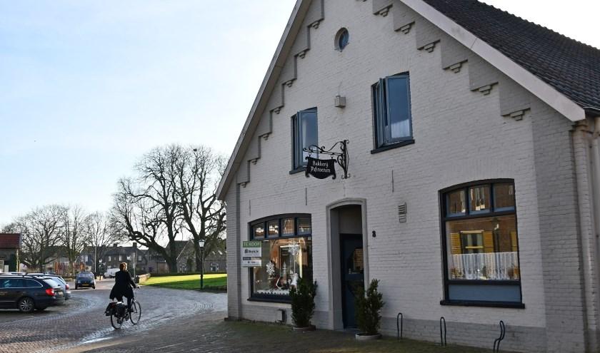 De bakkerij en de winkel van Peter en Jeanne-Susan is gesloten. Het gebouw is  beeldbepalend voor het dorp Pannerden. (foto: Ab Hendriks)